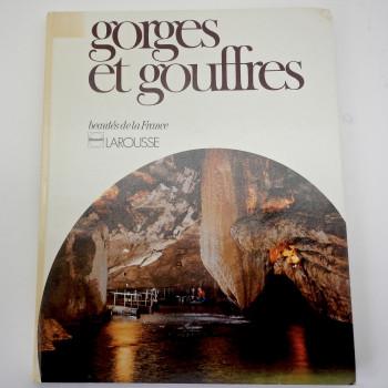 Gorges et gouffres: beautes de la France - Product Image